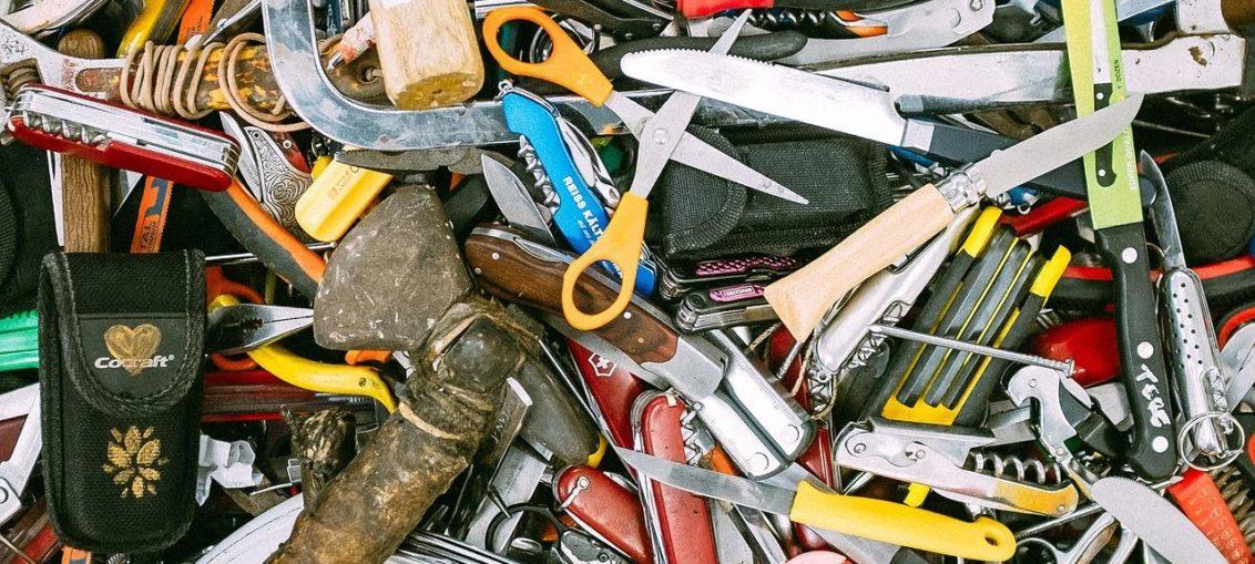 pomóc mężczyźnie z problemem montażowym